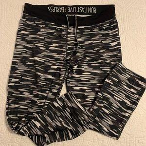 Black and white camo Nike leggings